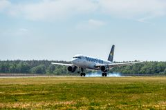 KYIV, UKRAINE - 26 MAI 2018 : Photo d'un avion de ligne aérienne de Nouvelair, qui est charte ou ligne aérienne régulière Cet avi Photographie stock libre de droits