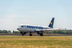 KYIV, UKRAINE - 26 MAI 2018 : Photo d'un avion de ligne aérienne de Nouvelair, qui est charte ou ligne aérienne régulière Cet avi Photos stock
