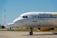 KYIV, UKRAINE - 26 MAI 2018 : Photo d'un avion de Vueling Airlines, qui est charte et ligne aérienne régulière Petit prix espagno Images libres de droits