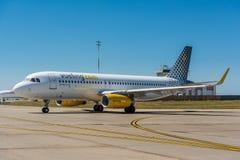 KYIV, UKRAINE - 26 MAI 2018 : Photo d'un avion de Vueling Airlines, qui est charte et ligne aérienne régulière Petit prix espagno Image stock