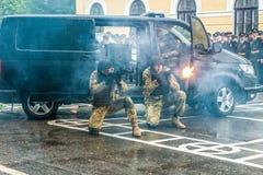 KYIV, UKRAINE - 26. Mai 2017: Zeremonie anlässlich des Endes des Studienjahres im Kiew-Militärlehrsaal von Ivan Bohun stockfotos