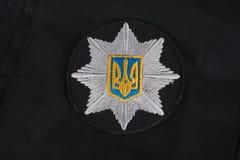 KYIV, UKRAINE - 22 NOVEMBRE 2016 : Correction et insigne de la police nationale de l'Ukraine Police nationale d'uniforme de l'Ukr Image libre de droits