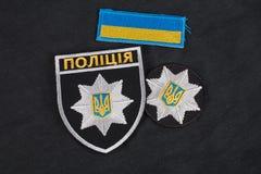 KYIV, UKRAINE - 22 NOVEMBRE 2016 : Correction et insigne de la police nationale de l'Ukraine Police nationale d'uniforme de l'Ukr Photographie stock libre de droits