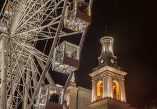 KYIV, UKRAINE: Riesenrad am Kontraktova-Quadrat in Kiew Lizenzfreie Stockbilder