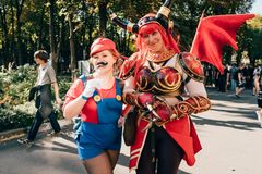 KYIV, UKRAINE - 9. SEPTEMBER 2018: Cosplayers, das an komischer Co aufwirft stockfoto