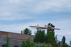 KYIVKIEV, UCRAINA 21 MAGGIO 2017: Tazza di amicizia Il modello dell'aeroplano sta volando durante la concorrenza Immagine Stock Libera da Diritti