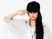 Kyla att salutera för modekvinna Arkivfoton