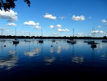 Kyla den blåa sjön Royaltyfri Foto