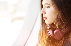 Kyla lugna tillfälligt begrepp för Eletronic hörlurljudsignal royaltyfri foto