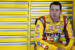 Kyle Busch dans le garage de NASCAR Photo stock