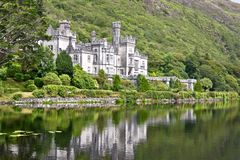 Kylemore修道院, Connemara,在爱尔兰西部 免版税库存图片