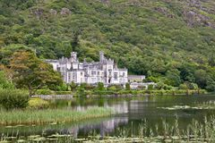 View of Kylemore Abbey, Connemara, west of Ireland. Kylemore Abbey is a Benedictine monastery founded in 1920 on the grounds of Kylemore Castle, in Connemara Stock Photos