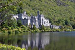 Kylemore Abbey Irland. The picture shows the Kylemore Abbey in Ireland, idyllically located on a lake Royalty Free Stock Photos