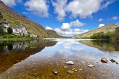 Kylemore Abbey and mountains in Connemara Stock Photography