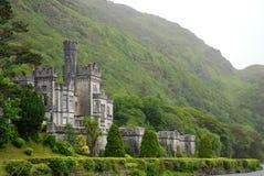 Kylemore Abbey Ståndsmässiga Galway, Irland Arkivfoto