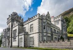 Kylemore abbotskloster, closeup av östliga och södra sidor, Irland Royaltyfri Bild