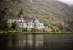 Kylemore abbotskloster - Connemara & Cong - Irland Arkivbilder