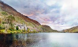 Kylemore abbotskloster i Connemara Irland Arkivfoto