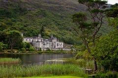 Kylemore abbotskloster i Connemara, Irland royaltyfria foton