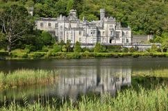 Kylemore abbotskloster i Connemara, ståndsmässiga Galway, Irland royaltyfri bild