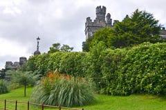 Kylemore-Abtei, Seitenansicht, Connemara, westlich von Irland Lizenzfreies Stockfoto