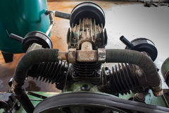Kylflänsar med luftröret, på luftkompressorn royaltyfri foto
