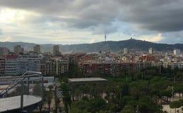 Kylig sikt på berg från balkong royaltyfria bilder