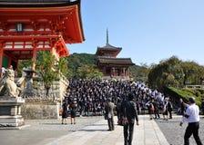KYOTO 21. OKTOBER: Fangen Sie Besuch an Koyomizu Tempel, ein berühmter Tourist auf Stockbilder