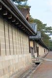 KYOTO, GIAPPONE - 11 gennaio 2015: Giardino di Kyoto Gyoen un Histori famoso fotografia stock