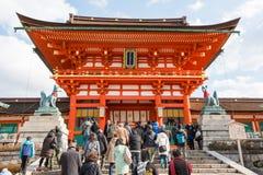 KYOTO, GIAPPONE - 11 gennaio 2015: Santuario di Fushimi Inari-taisha un santuario famoso nella città antica di Kyoto, Giappone Fotografie Stock Libere da Diritti
