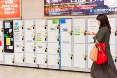 KYOTO, GIAPPONE - 7 NOVEMBRE 2017: Camere di stoccaggio nella metropolitana Fotografia Stock