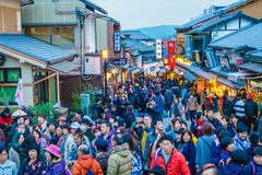 Kyoto, grudzień 2: Turysty spacer na ulicie wokoło Kiyomi Fotografia Royalty Free