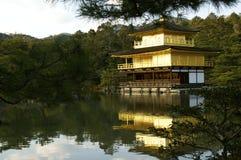 Kyoto guld- tempel (Kinkaku-ji) Royaltyfria Foton