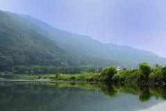 Kyoto Hozu-gawa som ner går av uppströms plats för sommar Arkivbild