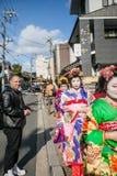 2012 a Kyoto, il Giappone, belle donne non identificate in traditiona Fotografie Stock Libere da Diritti