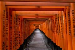 Kyoto, Japão - 9 de maio de 2017: Portas de Torii em Fushimi Inari Taisha Foto de Stock Royalty Free