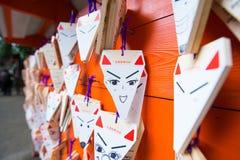 KYOTO, JAPÃO - 15 de novembro de 2017: Cartões rezando dados forma Fox com Fotografia de Stock
