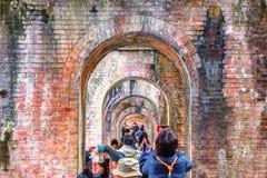 KYOTO, JAPÃO - 29 de novembro de 2015: Visita Nanzenji de muitos turistas Imagem de Stock Royalty Free