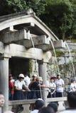 Kyoto, Japão - 6 de outubro de 2016: Cachoeira de Otawa, córregos sagrados famosos em Kiyomizu-dera, Kyoto, Imagens de Stock