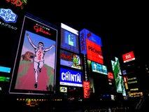 Kyoto, Japón: carteleras e iluminación del restaurante en el lado de Foto de archivo