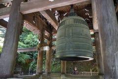 Kyoto, Japón - 19 de mayo de 2017: La campana más grande del templo del ` s de Japón, localiza imagenes de archivo