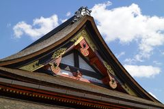 Kyoto, Japón - 18 de mayo de 2017: Top adornado del tejado del Chion adentro Foto de archivo libre de regalías