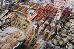 Kyoto, Japón - 22 de mayo de 2017: Venta de una variedad de fi preparado Imagenes de archivo