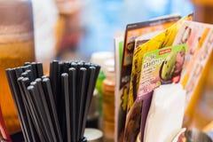 KYOTO, JAPÓN - 7 DE NOVIEMBRE DE 2017: Menú japonés en el café Primer fotografía de archivo