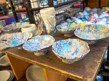 Kyoto, Japón - 28 de septiembre de 2016: Artículos de cocina de cerámica en una tienda de souvenirs cerca de Kiyomizu Dera Temple Imagenes de archivo