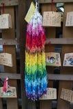 Kyoto, Japón, manojo de pájaros de papel de la grúa de la papiroflexia y AME Imágenes de archivo libres de regalías