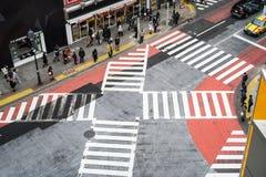 Kyoto, Japan - breng 12 2016 in de war: De Japanse bevolking kruiste wegen royalty-vrije stock foto