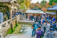 Kyoto, 2 Japan-December: Toerist bij kiyomizu-Deratempel in Kyot Royalty-vrije Stock Afbeeldingen