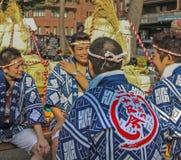 Kyoto Japan - 2010: Deltagare på skullfestivalen arkivbild