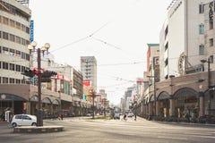 KYOTO, JAPAN - 29 FEBRUARI, 2012: De Stadsstraat van Kyoto in de de Bouwarchitectuur Van de binnenstad Royalty-vrije Stock Afbeeldingen